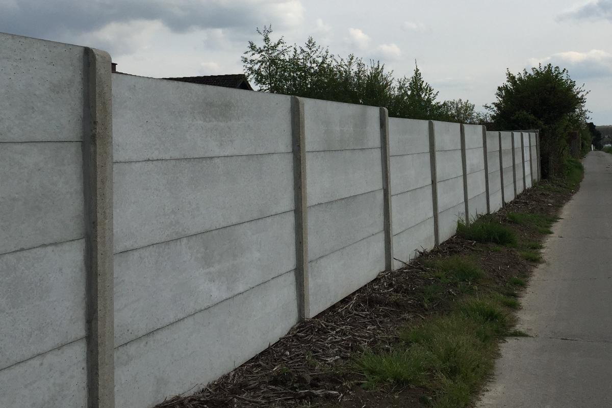 gladde betonplaten omheining