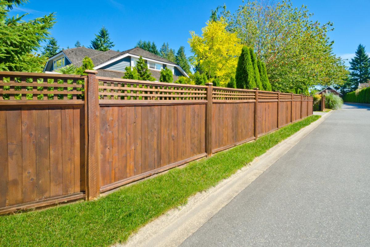 houten tuinschermen plaatsen