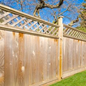 omheining tuin met hout